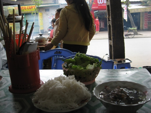 bun cha on doi can street